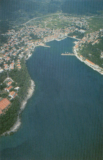 ISLAND HVAR - WATERFRONT ROOMS & APARTMENTS