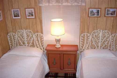 Twain Harte White Room